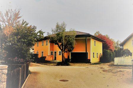 VÖCKLABRUCK:    zentrumslagiges mediteranes Stockhaus im Villenstil