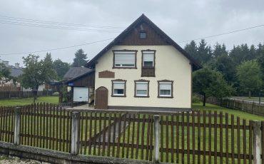 Schmuckes Einfamilienhaus mit nettem Garten in ländlicher Gemeinde